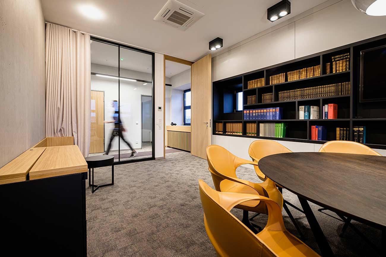 Besprechungsraum in der Kanzlei EINSFÜNFACHT |Rechtsanwälte Notare