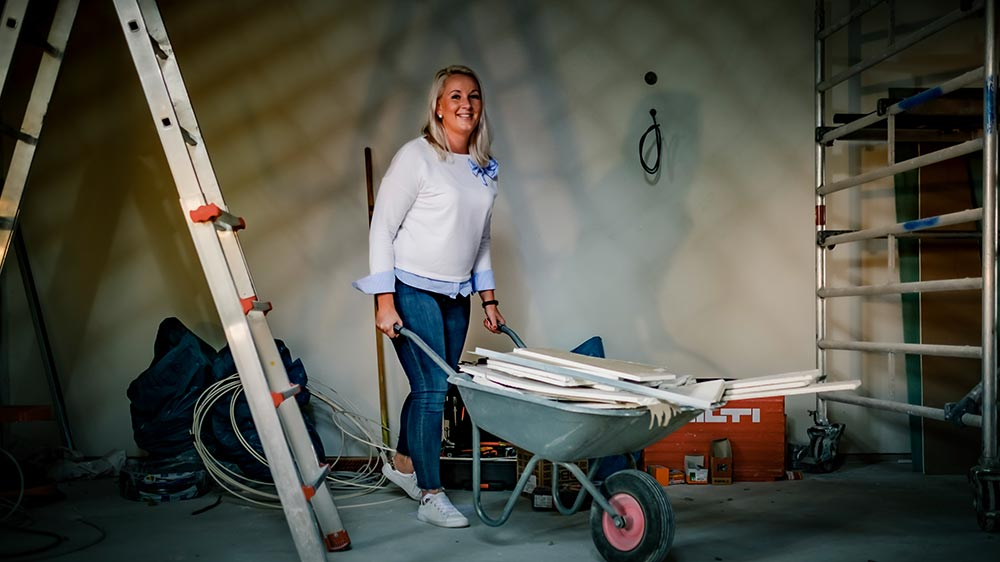 Franziska Carnehl auf der Baustelle