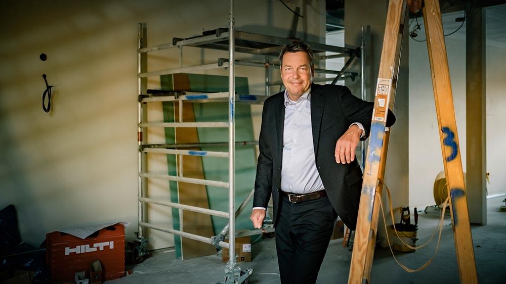 Peter Schulze auf der Baustelle